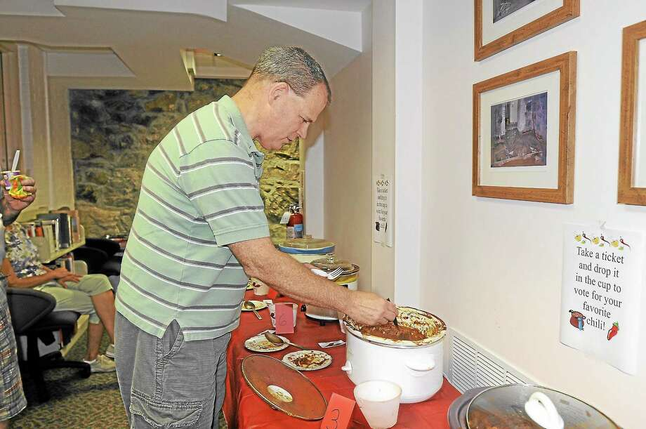 Michael Clarke, of Barkhamsted, eats chili at the Beardsley and Memorial Library on Saturday. Photo: Laurie Gaboardi — Register Citizen