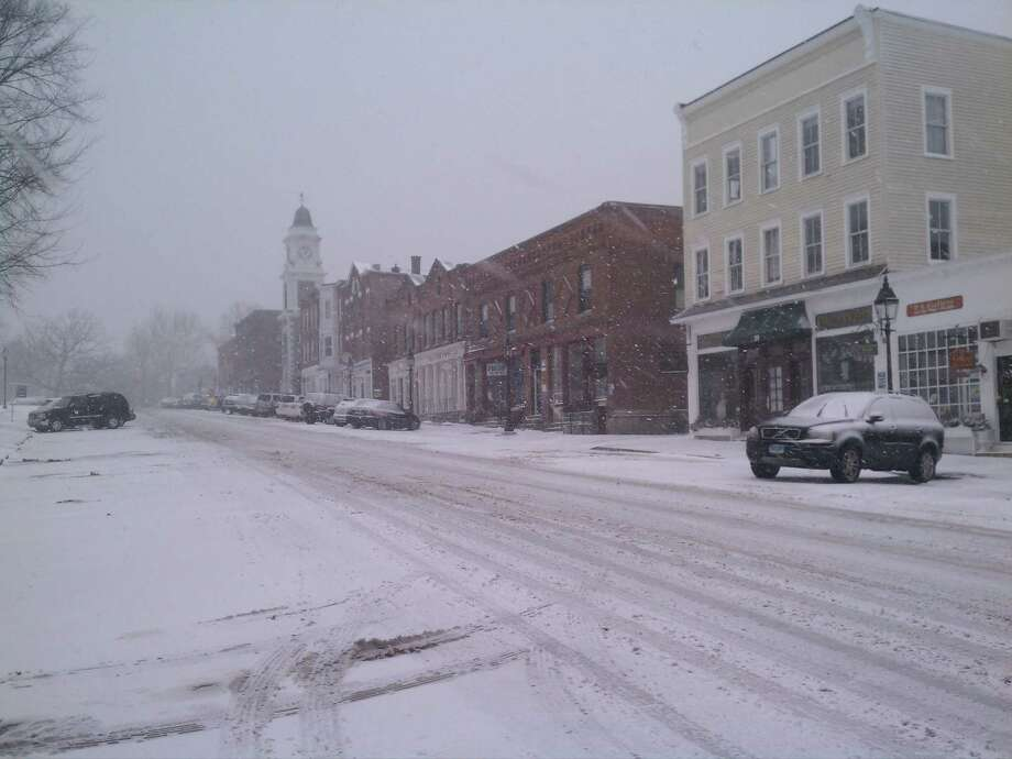 Snow in Litchfield during Feb. 2013 blizzard. Doug Clement/Register Citizen.