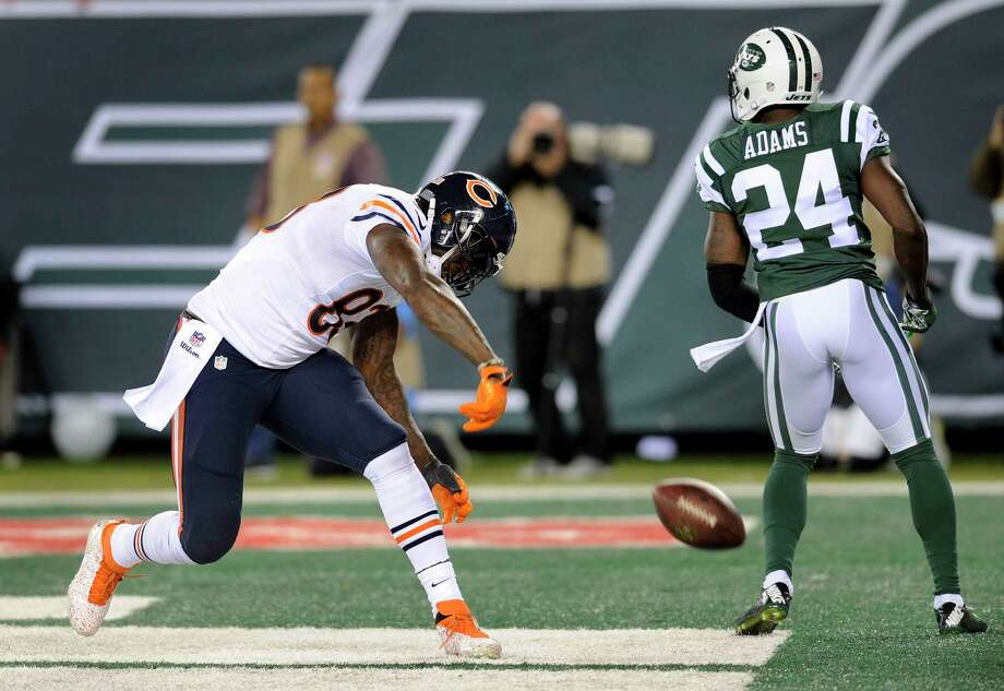 Bears tight end Martellus Bennett (83) spikes the ball after catching a touchdown pass against the Jets on Monday night. Photo: Bill Kostroun — The Associated Press  / FR51951 AP
