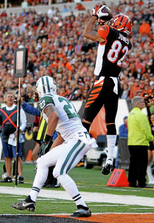 Bengals wide receiver Marvin Jones (82) catches a nine-yard touchdown pass against New York Jets cornerback Dee Milliner (27) in the first half of Sunday's game in Cincinnati. Photo: David Kohl — The Associated Press  / FR51830 AP
