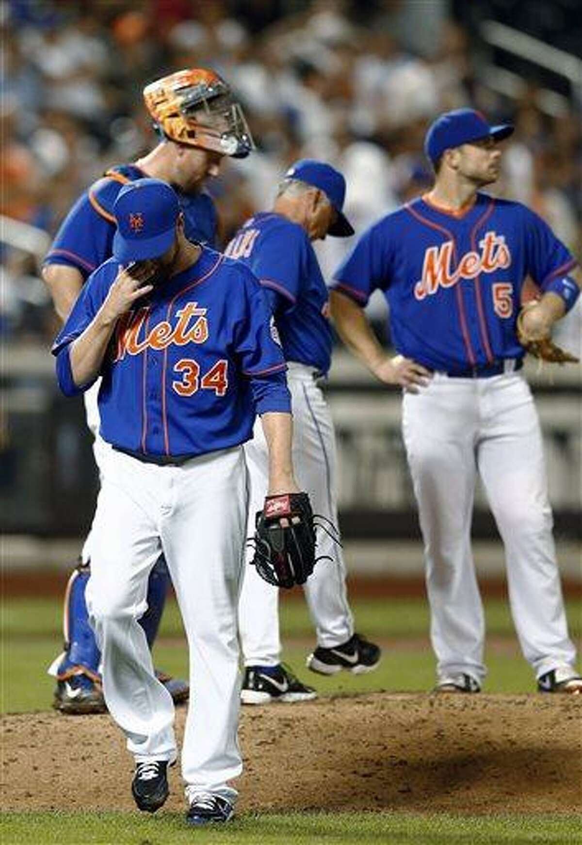 New York Mets relief pitcher Brandon Lyon (34) walks off the mound after being pulled from the baseball game after he gave up a three-run double in the eighth inning in a baseball game against the Washington Nationals in New York, Friday, June 28, 2013. (AP Photo/Paul J. Bereswill)