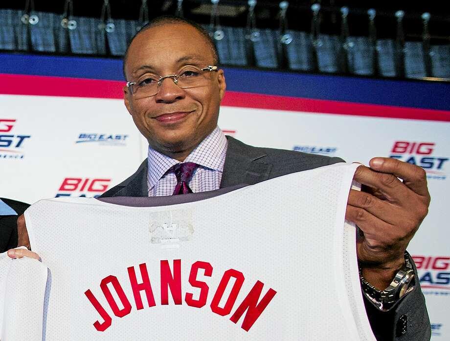 Gus Johnson is stepping down as Fox's lead soccer announcer. Photo: The Associated Press File Photo  / FR61802 AP
