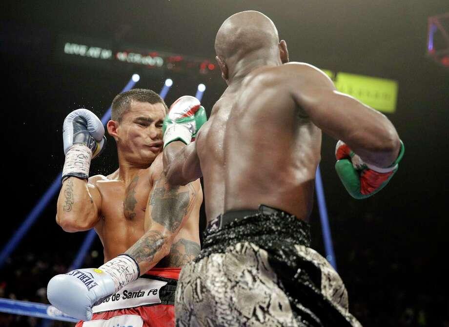 Floyd Mayweather, right, beat Marcos Maidana on Saturday night. Photo: The Associated Press  / AP