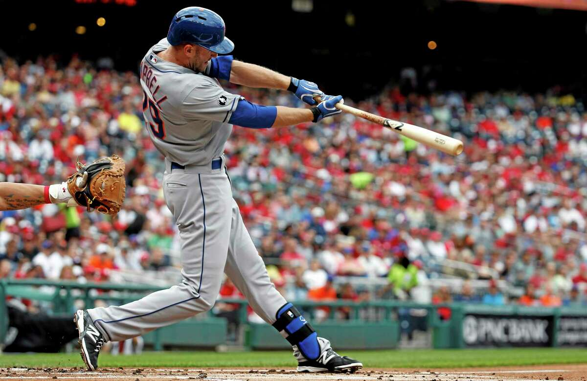 The Mets' Eric Campbell hits a two-run single during the first inning against the Nationals on Saturday.