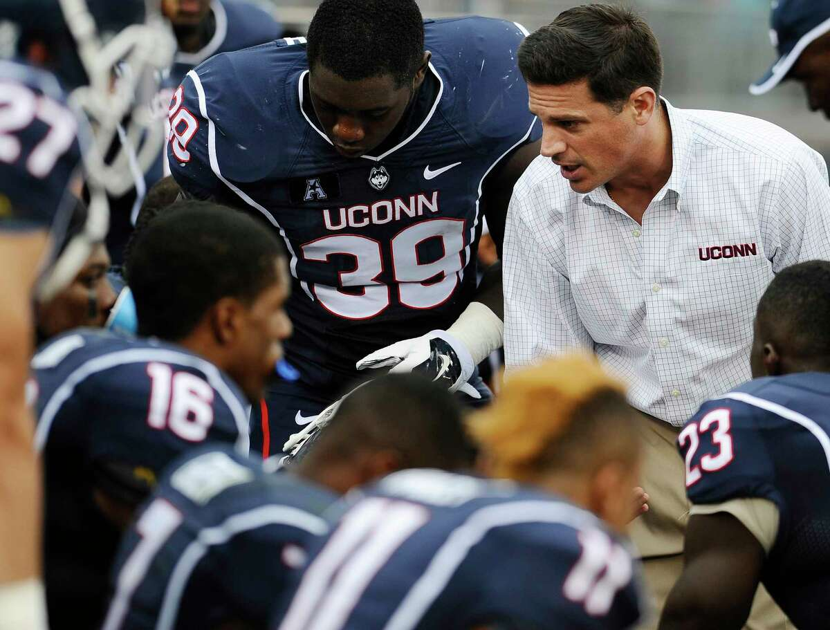 UConn coach Bob Diaco, right, talks to his team during the second half of Saturday's game against Boise State at Rentschler Field.