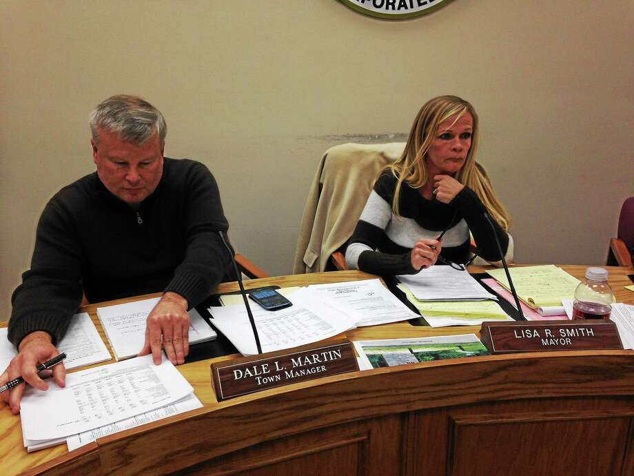 Town Manager Dale Martin and Mayor Lisa Smith pictured during the Jan. 21 Winsted Board of Selectmen meeting. Photo: Mercy Quaye—Register Citizen