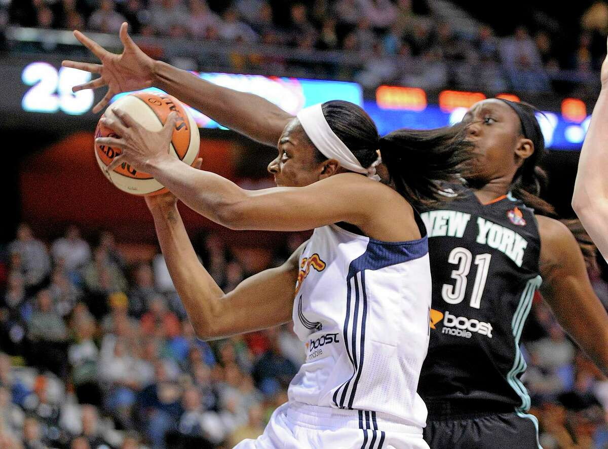 New York Liberty's Tina Charles, right, guards Connecticut Sun's Danielle McCray during the second half of New York's 75-54 victory in a WNBA basketball game in Uncasville, Conn., Friday, May 16, 2014. (AP Photo/Fred Beckham)