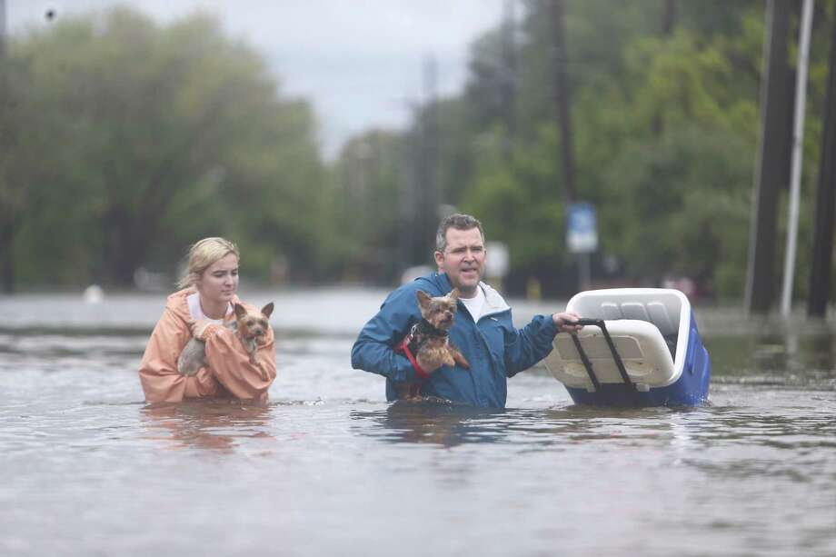 Rescues and scenes from Meyerland Sunday, August 27, 2017. Photo: Mark Mulligan, Houston Chronicle / 2017