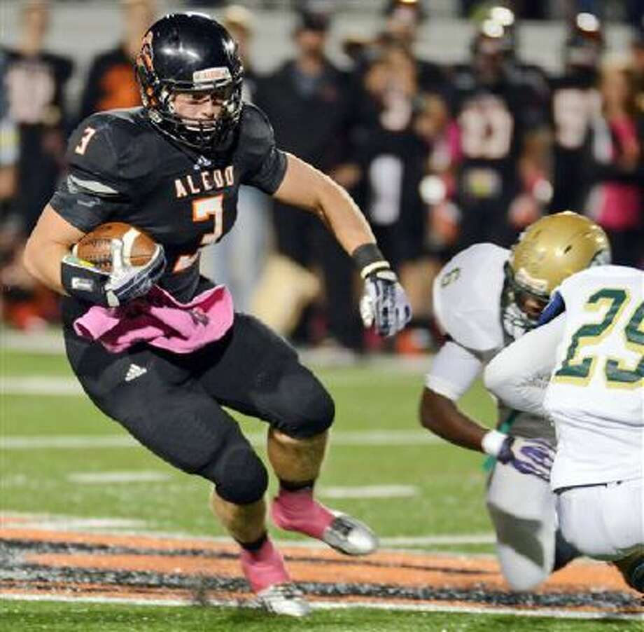 In this Oct. 18, 2013, photo, Aledo's Daythan Davis, left, runs past Western Hills Jacoby Powell (6) , and Desmond Mize as he races for a first down in the first quarter of a football game in Aledo, Texas. Aledo defeated Western Hills 91-0. A parent at Western Hills high school has filed a bullying complaint against the winning coach. (AP Photo/The Fort Worth Star-Telegram, Bob Haynes) MAGS OUT; (FORT WORTH WEEKLY, 360 WEST) Photo: AP / The Fort Worth Star-Telegram
