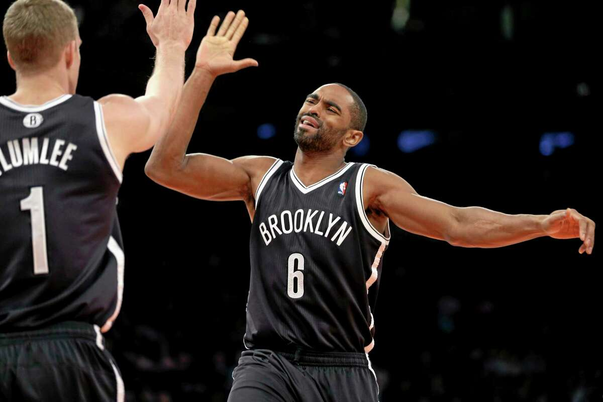 The Nets' Alan Anderson, right, celebrates with Mason Plumlee during the second half of Monday's game against the Knicks.