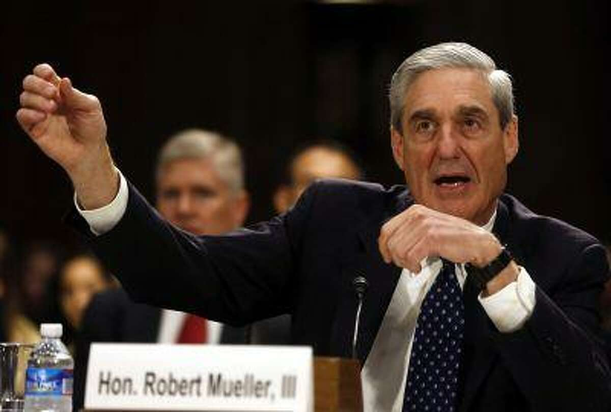FBI Director Robert Mueller gestures at the U.S. Senate Judiciary Committee at an oversight hearing about the Federal Bureau of Investigation on Capitol Hill in Washington, June 19, 2013. REUTERS/Larry Downing (UNITED STATES - Tags: POLITICS CRIME LAW)