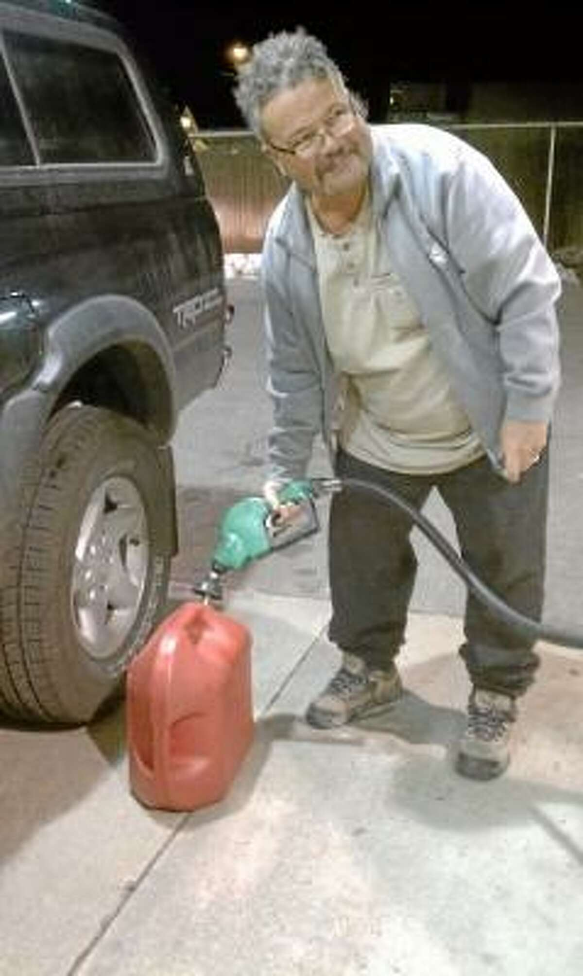Harwinton resident Michael Madonna fills up his gas tank and gas can in preparation for Friday's predicted snow storm. (NIKKI TRELEAVEN/The Register Citizen)