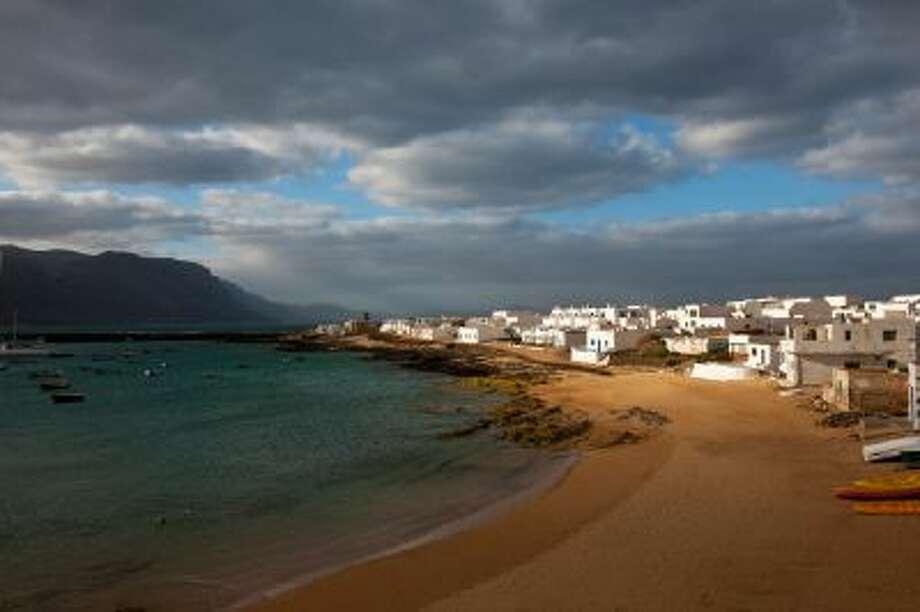 Caleta del Sebo village. Photo: Getty Images / (c) Maremagnum