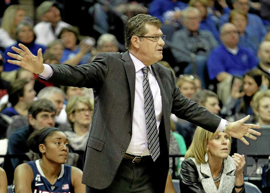 UConn coach Geno Auriemma says he keeps religion and coaching separate. Photo: Mark Humphrey — The Associated Press  / AP