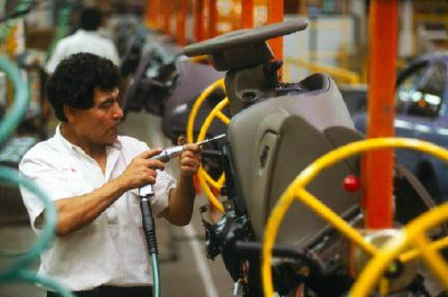 An auto assembly line in Mexico City, Mexico. Photo: Getty Images / (c) Ed Lallo