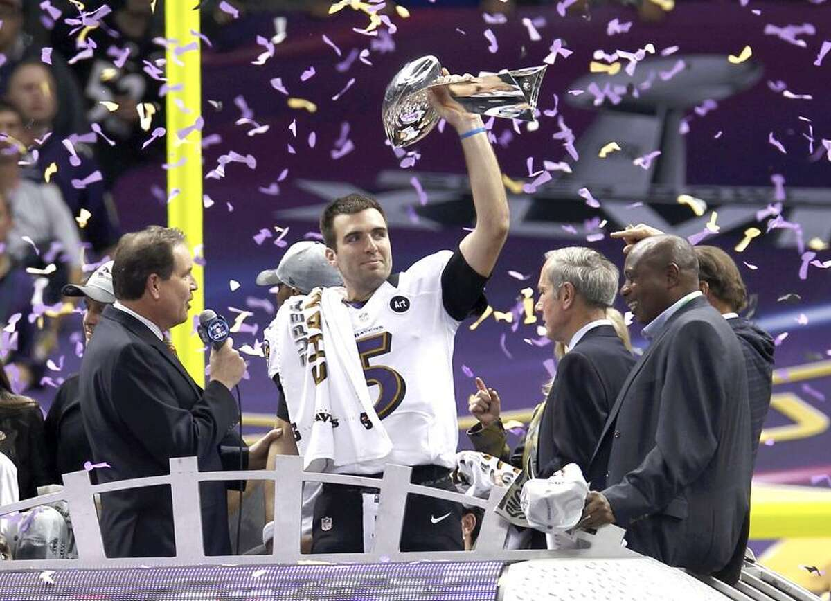Baltimore Ravens quarterback Joe Flacco raises the Vince Lombardi Trophy as he celebrates victory over the San Francisco 49ers in their NFL Super Bowl XLVII football game in New Orleans, Louisiana, February 3, 2013. REUTERS/Jim Young (UNITED STATES - Tags: SPORT FOOTBALL)
