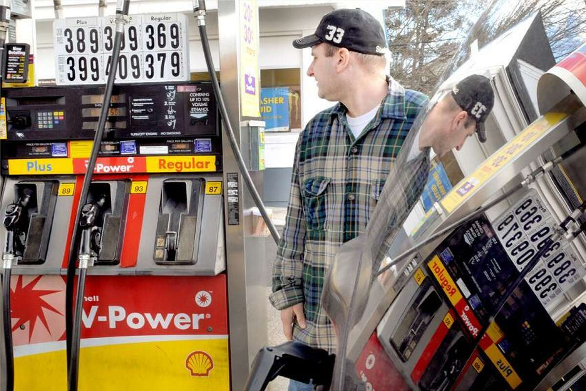 Barry Carloni of Orange fills up his car with gasoline at the Shell Food Mart gas station at 340 Boston Post Road in Orange, Conn. Thursday afternoon January 31, 2013. Photo by Peter Hvizdak / New Haven Register