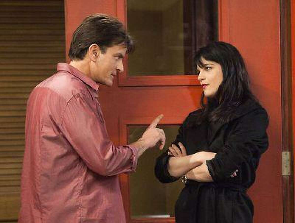 """Charlie Sheen as Charlie Goodson and Selma Blair as Kate Wales in a scene from the new comedy """"Anger Management."""" (AP Photo/FX, Adam Rose)"""