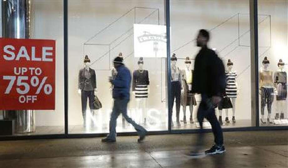 Pedestrians pass an H&M Photo: AP / AP