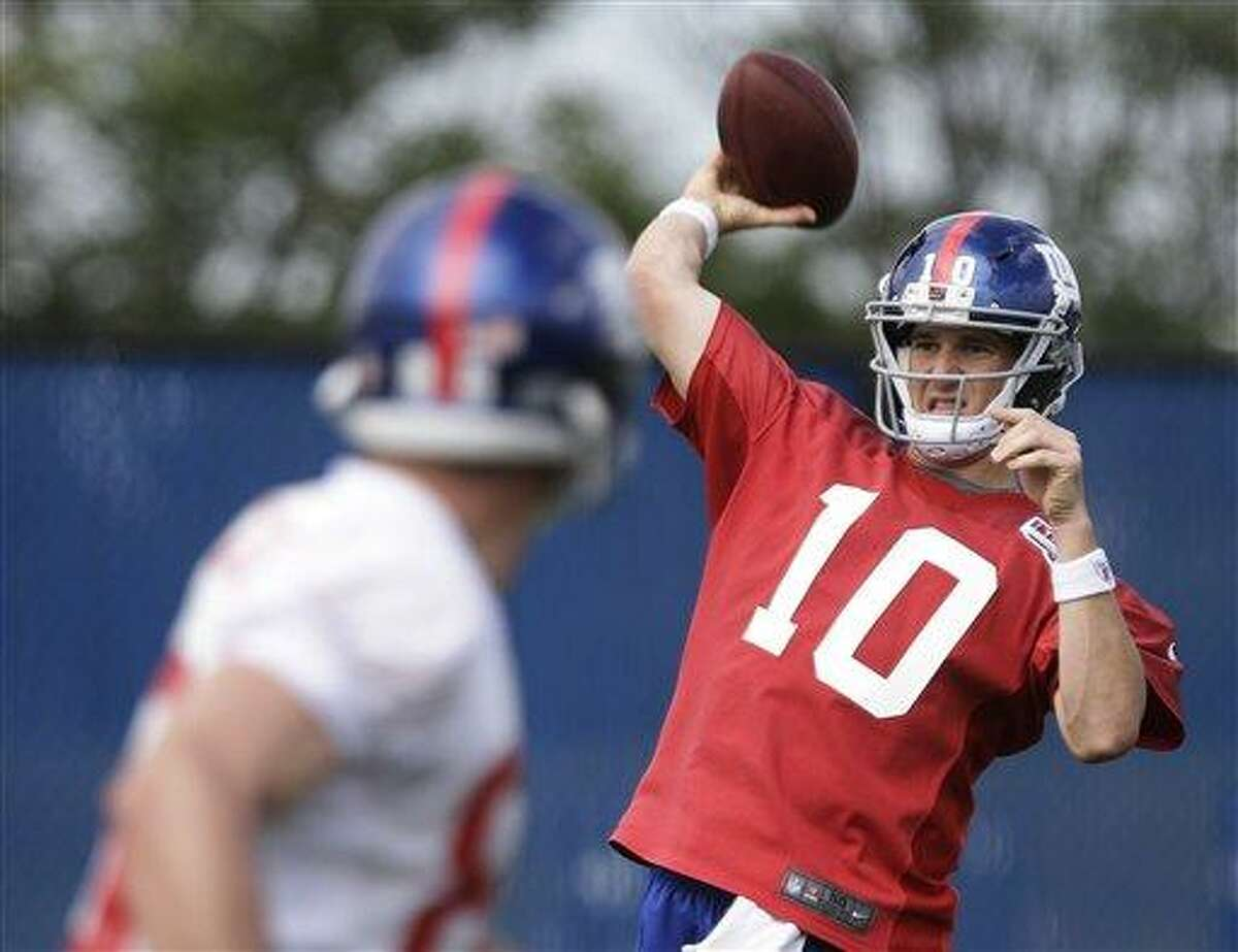 New York Giants' Eli Manning throws a pass while practicing during mini camp Tuesday, June 11, 2013, in East Rutherford, N.J. (AP Photo/Frank Franklin II)