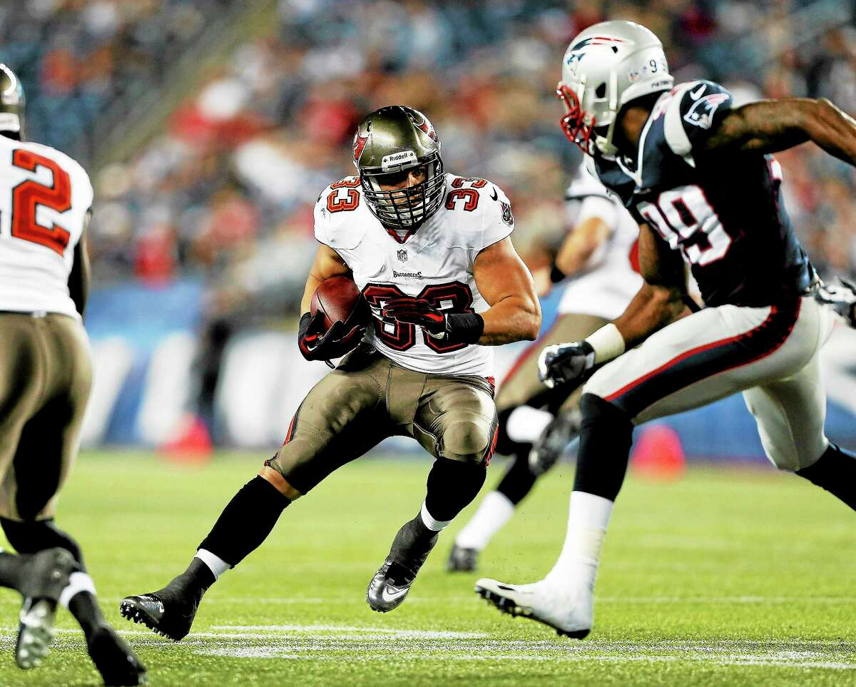 The New York Giants signed free agent running back Peyton Hillis on Wednesday.