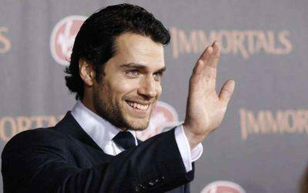 """Cast member Henry Cavill waves at the world premiere of """"Immortals"""" at Nokia theatre in Los Angeles November 7, 2011. REUTERS/Mario Anzuoni"""