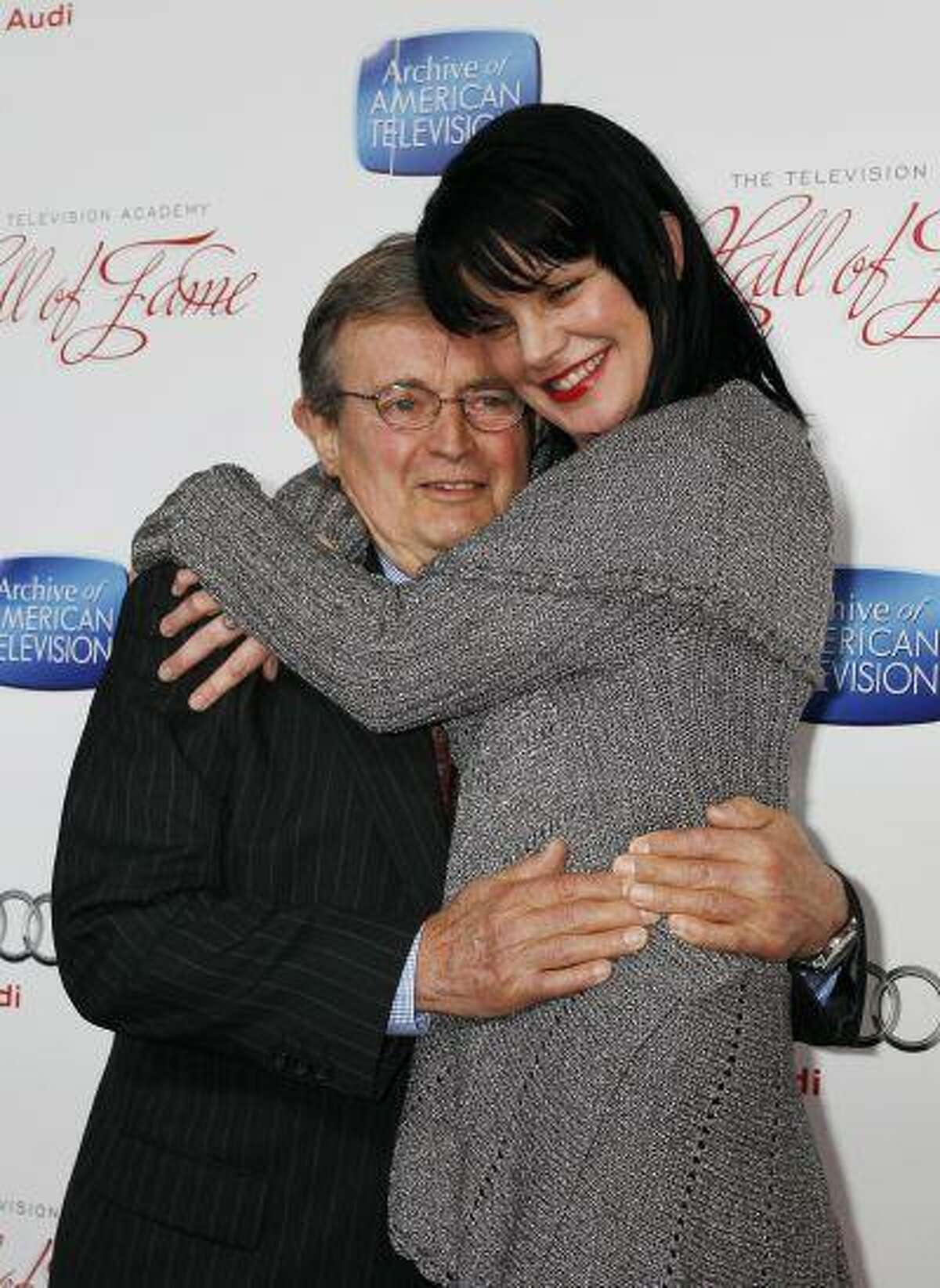 """Actor David McCallum poses with co-star Pauley Perrette, both stars of the TV series """"NCIS"""" at Academy of Television Arts & Sciences 22nd annual Hall of Fame gala in Beverly Hills, Calif. (REUTERS/Fred Prouser)"""