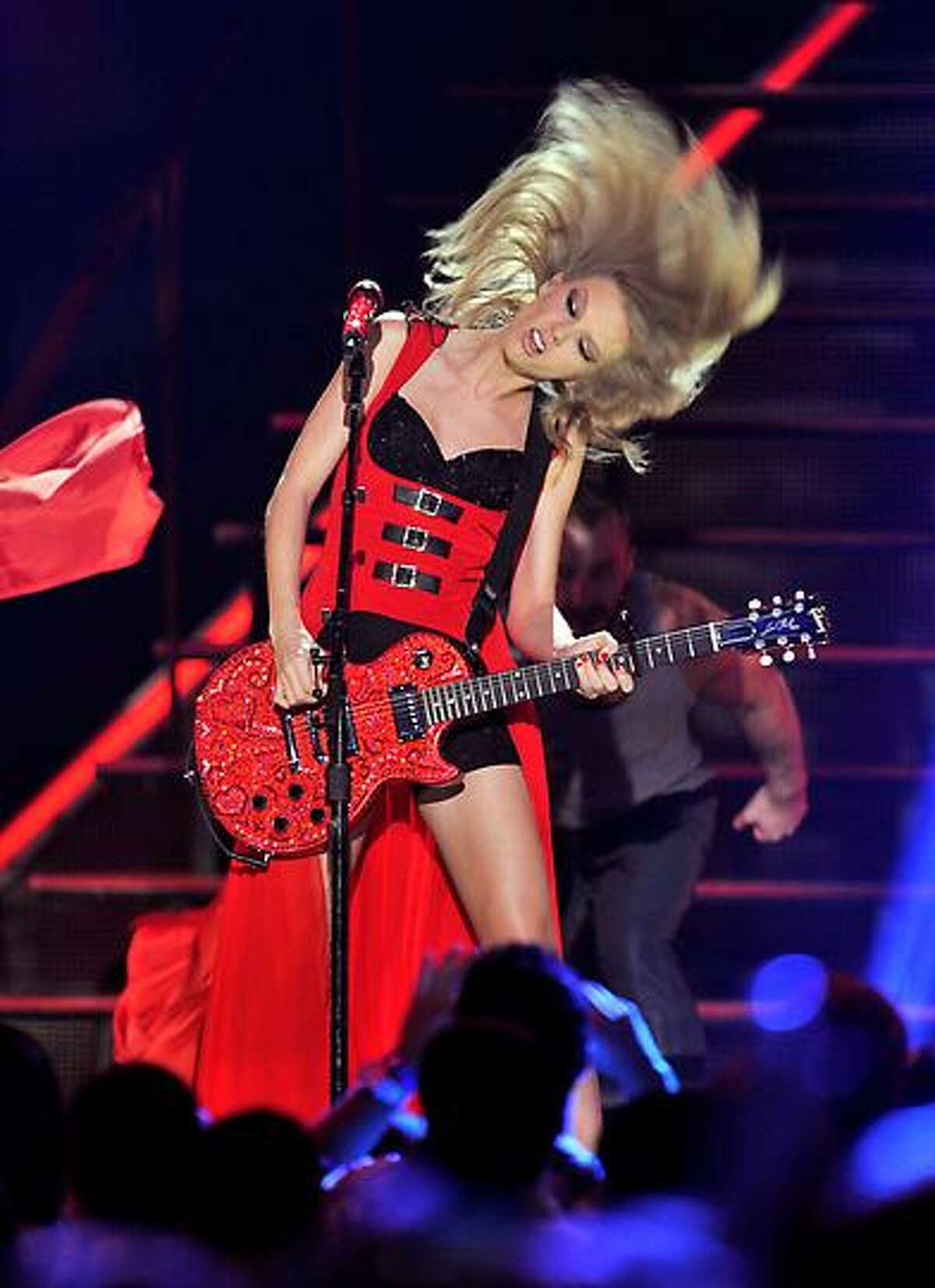 Taylor Swift performs at the 2013 CMT Music Awards at Bridgestone Arena on Wednesday, June 5, 2013, in Nashville, Tenn. (Photo by Donn Jones/Invision/AP)