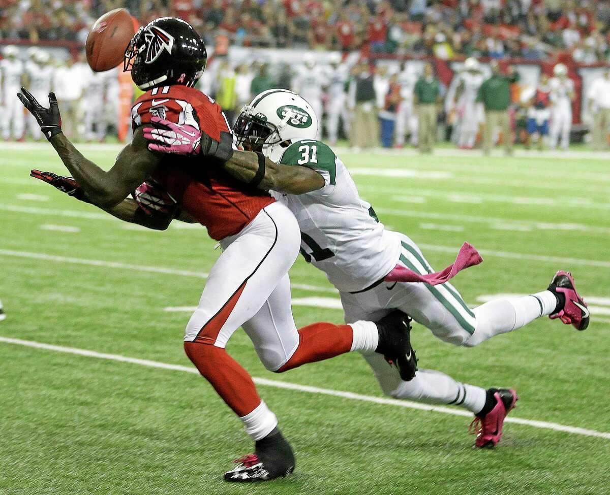 Falcons wide receiver Julio Jones (11) misses a catch as New York Jets cornerback Antonio Cromartie (31) defends on Monday in Atlanta.