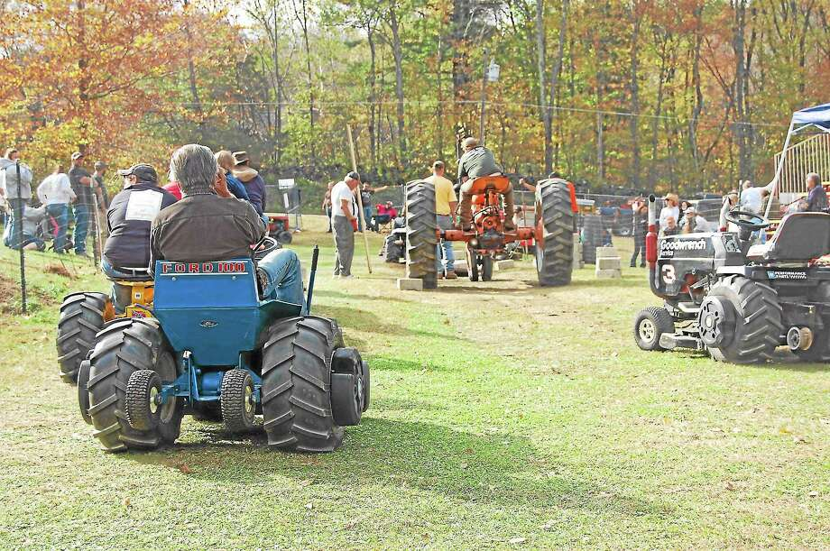 Residents of Warren celebrated the 52nd annual Fall Festival on Saturday. Photo: Mercy Quaye — Register Citizen
