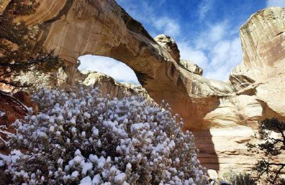 Hickman Arch at Capitol Reef with snow cover. Attendance to the park is lower in the winter time but there are still many things to be seen. Utah December 2003. (Danny Chan La)