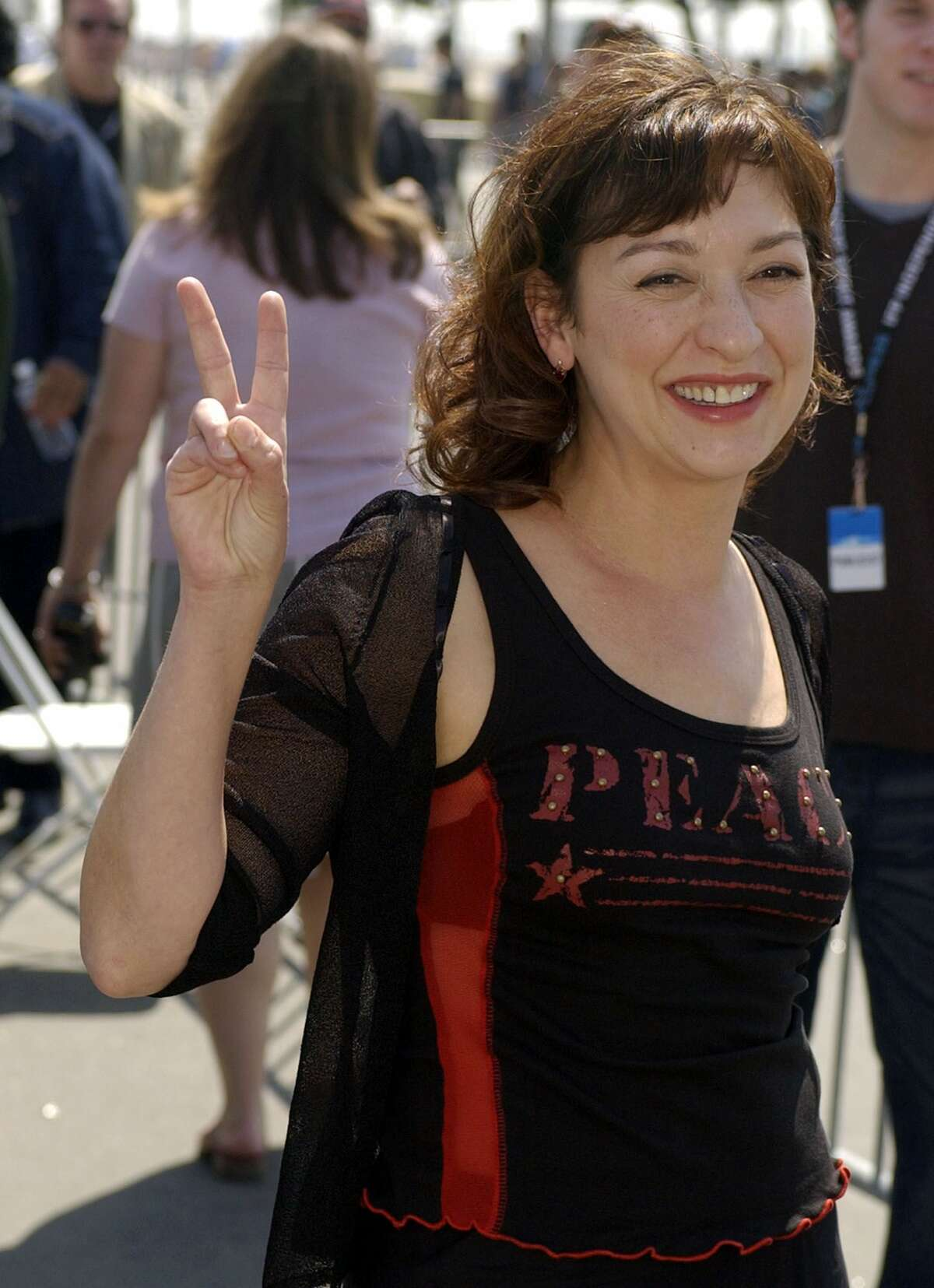"""FILE - In this March 22, 2003 file photo, actress Elizabeth Pena flashes a peace sign as she arrives for the 2003 IFP Independent Spirit Awards in Santa Monica, Calif. The """"La Bamba"""" and """"Lone Star"""" actress Pena, 55, has died. Pena's manager, Gina Rugolo, said the actress died Tuesday, Oct. 14, 2014, in Los Angeles of natural causes after a brief illness. (AP Photo/Mark J. Terrill, file)(AP Photo/Chris Pizzello, file)"""