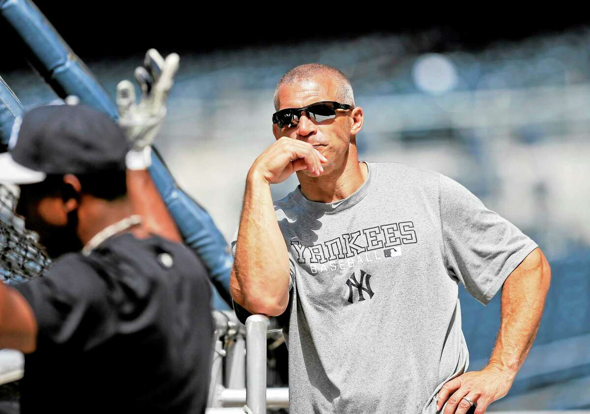 The New York Yankees signed manager Joe Girardi to a four-year contract extension on Wednesday.