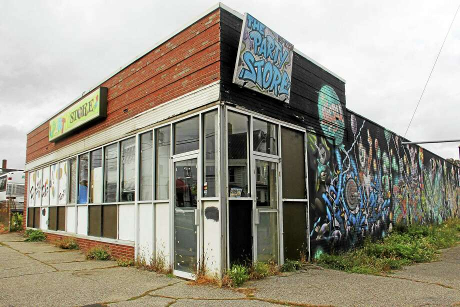 A building that once housed a party supply store sits vacant at 136 Water St. Wednesday in Torrington. The lot has been purchased by a manufacturer across the street. Photo: Esteban L. Hernandez — The Register Citizen