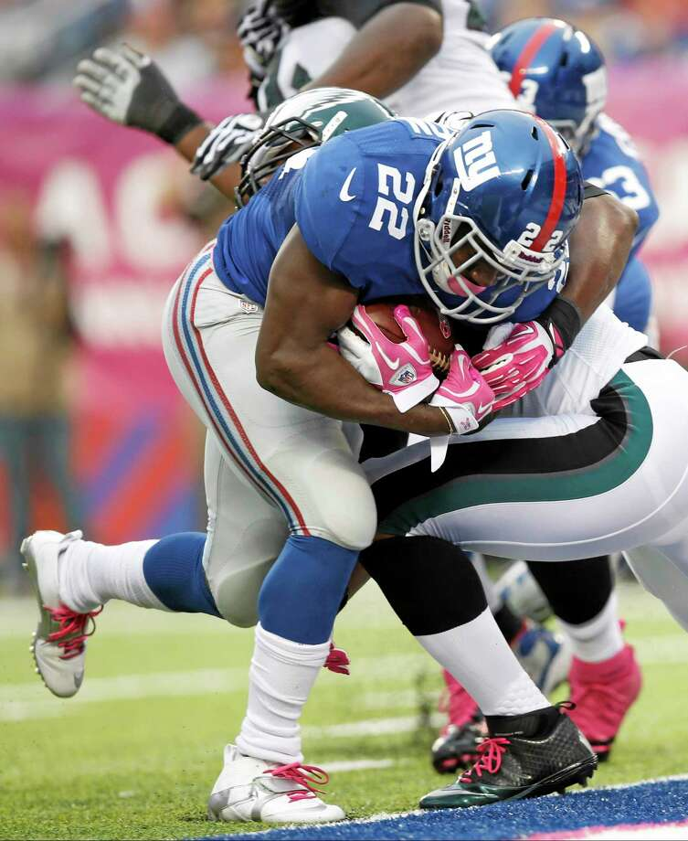 New York Giants running back David Wilson breaks a tackle by the Philadelphia Eagles' DeMeco Ryans for a touchdown on Sunday in East Rutherford, N.J. Photo: Kathy Willens -- The Associated Press  / AP