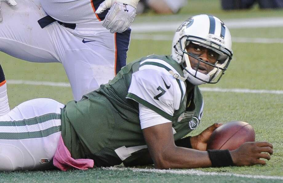 Jets quarterback Geno Smith (7) looks back at the official after being sacked on Sunday. Photo: Bill Kostroun — The Associated Press  / FR51951 AP