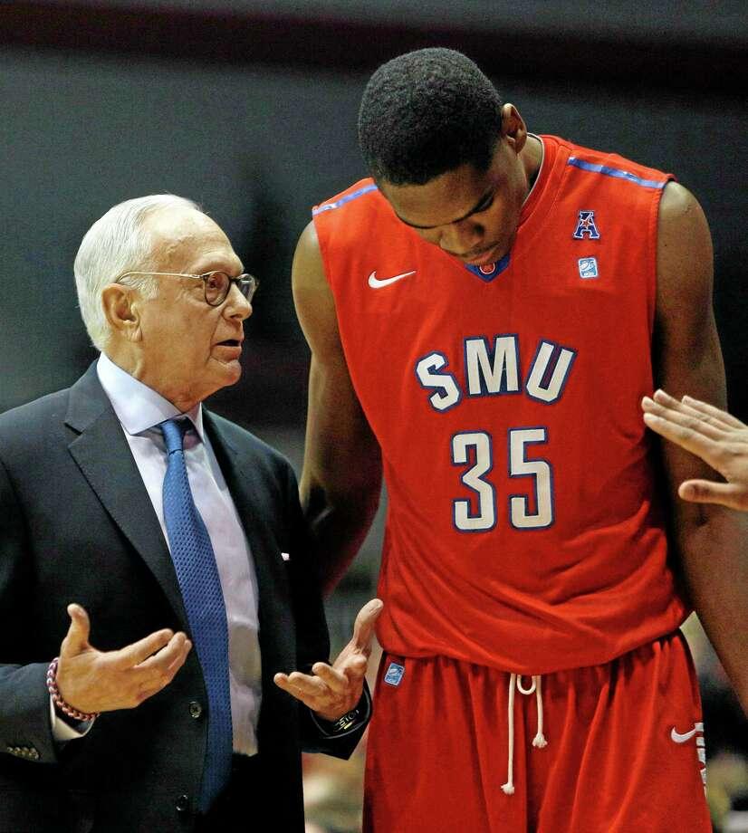 SMU head coach Larry Brown, left, talks with center Yanick Moreira (35) during the first half of an NCAA college basketball game against  Cincinnati, Wednesday, Jan. 1, 2014, in Cincinnati. (AP Photo/David Kohl) Photo: AP / FR51830 AP