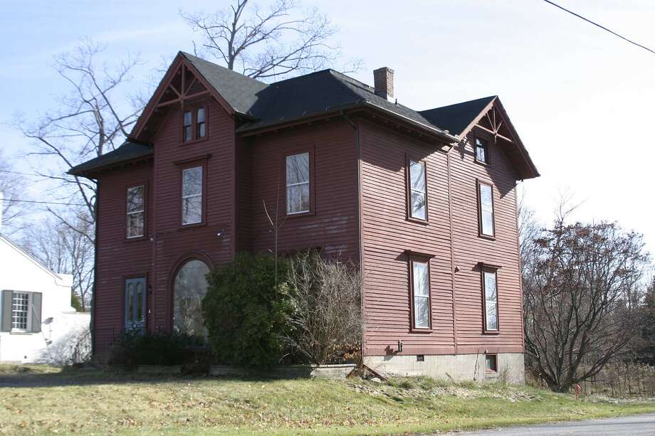 : The historic structure in Litchfield center that Chabad Lubavitch of Northwest Connecticut is applying to move into. Litchfield County Times file photo.
