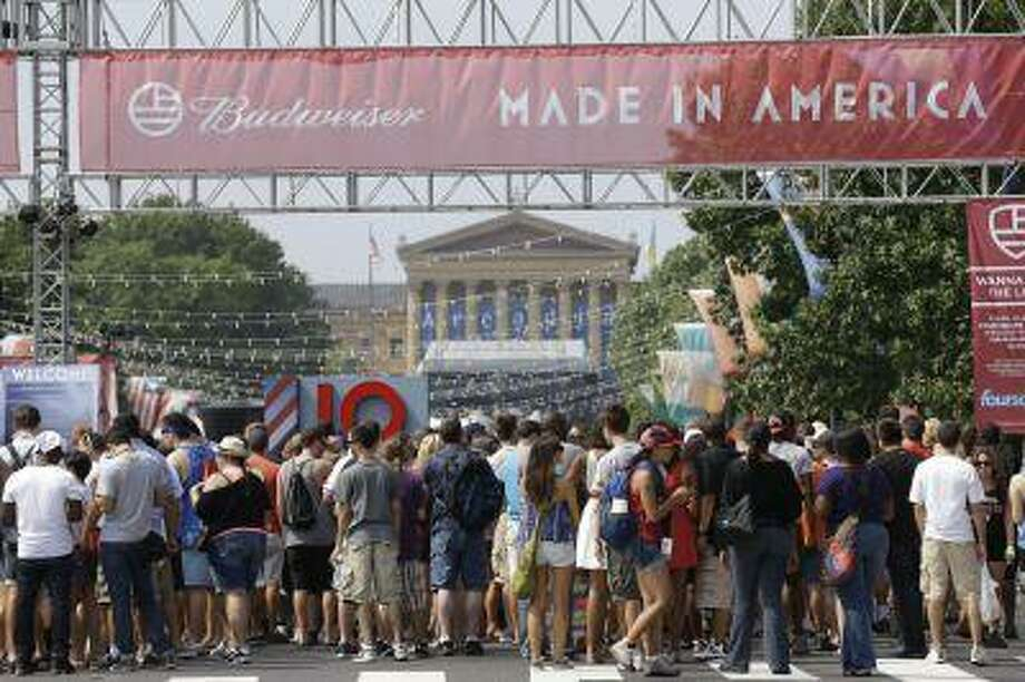 """People line up to enter the """"Made In America"""" music festival, on the Benjamin Franklin Parkway, Saturday, Sept. 1, 2012, in Philadelphia. (AP Photo/Matt Rourke) Photo: ASSOCIATED PRESS / AP2012"""
