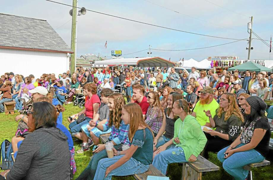 Hundreds of people gather to watch one of the many events available Saturday at the 157th Harwinton Fair. Photo: Kate Hartman—Register Citizen