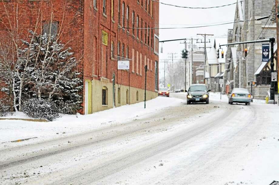 Snow falls in Torrington on Jan. 2, 2014. Photo: Kate Hartman — Register Citizen