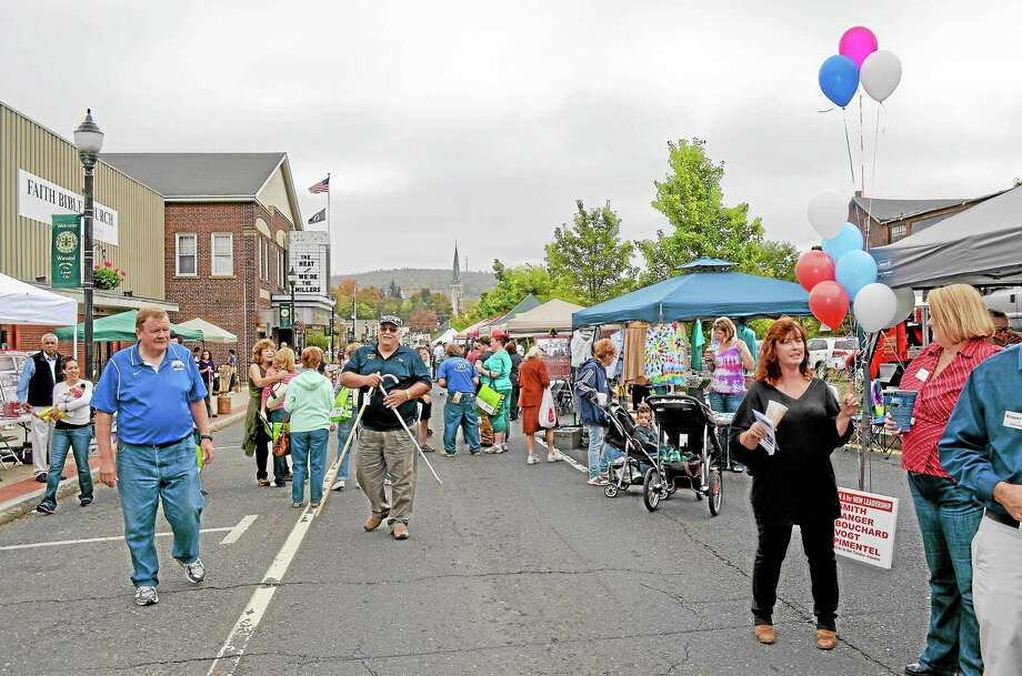 Crowds line Main Street in downtown Winsted on Saturday, Oct. 5 for the 16th-annual Fall Festival. Photo: Kate Hartman—Register Citizen