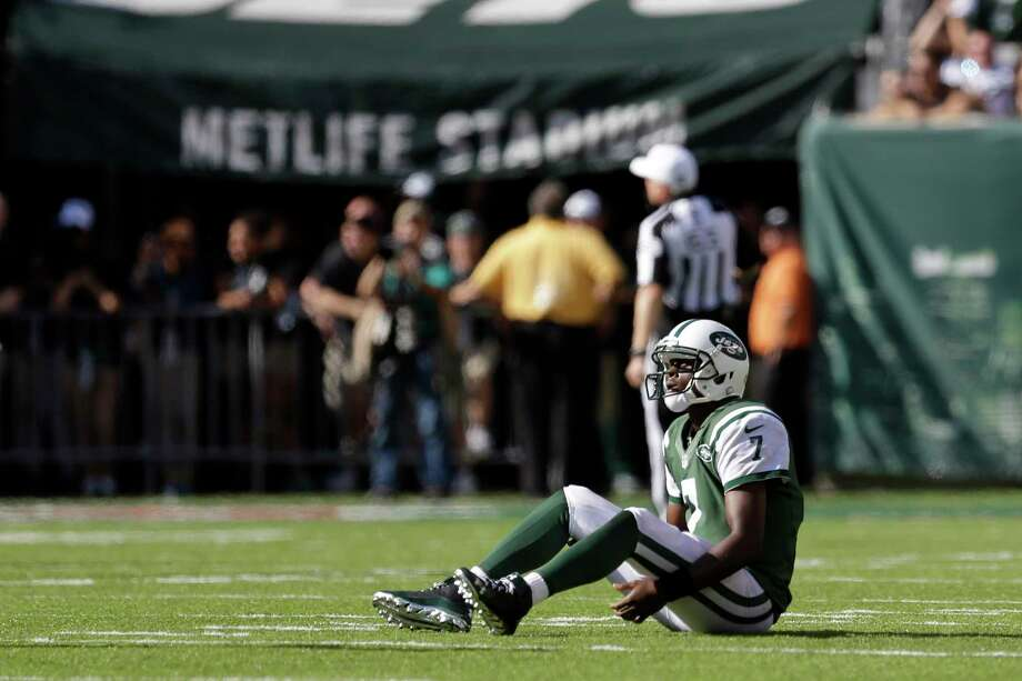 Geno Smith and the Jets face the Chargers Sunday trying to end a three-game losing streak. Photo: The Associated Press  / AP