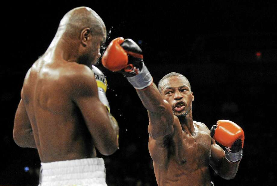 The last time New Haven's Chad Dawson, right, fought in Connecticut, he beat Glen Johnson, left, in a light heavyweight championship bout in Hartford on Nov. 7, 2009. Photo: Fred Beckham — The Associated Press File Photo  / AP2009