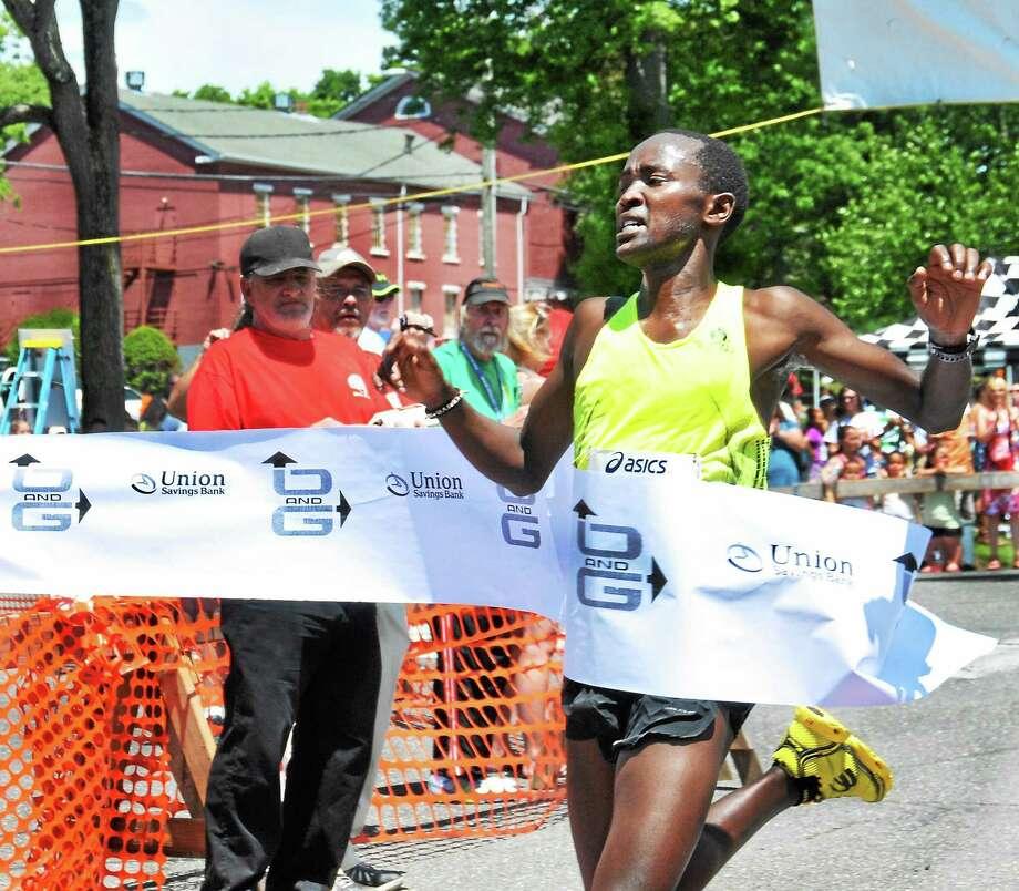 Litchfield Road Race men's winner, Eliud Ngetich crosses the finish line on Sunday Photo: Melanie Stengel — New Haven Register