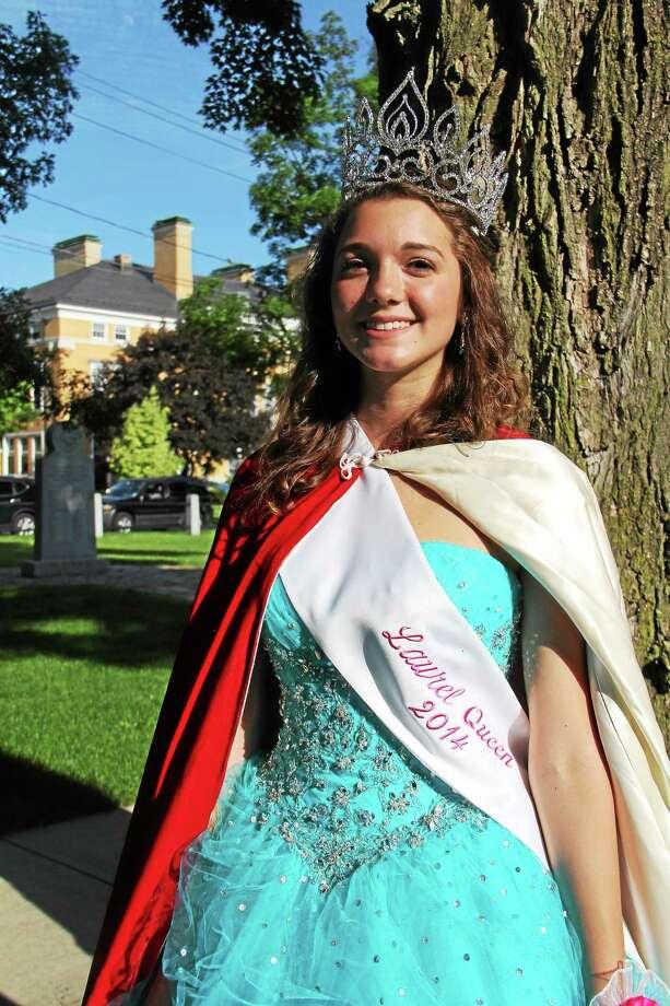 Esteban Hernandez/Register Citizen Sarah Martin, 18. Photo: Journal Register Co.