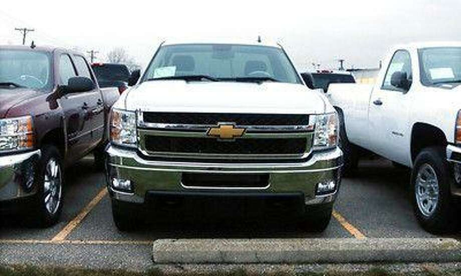General Motors Co said it is recalling 843 2014 Chevrolet Silverado and GMC Sierra crew cab pickup trucks because the passenger airbag may not fully inflate in a crash. Photo: ASSOCIATED PRESS / AP2012