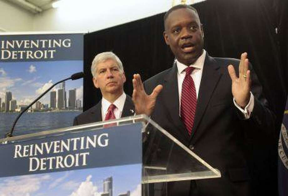 Detroit Emergency Manager Kevyn Orr addresses the media as Michigan Governor Rick Snyder listens during a news conference about filing bankruptcy for the city of Detroit in Detroit, Michigan July 19, 2013. Photo: REUTERS / X00064