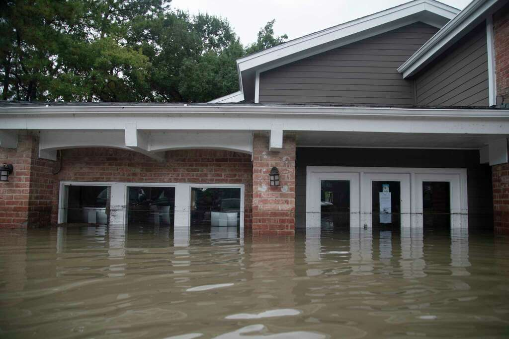 Bayou Parc at Oak Forest leasing office under water caused by the Tropical Storm Harvey, Sunday, Aug. 27, 2017, in Houston. Photo: Marie D. De Jesus, Houston Chronicle / © 2017 Houston Chronicle