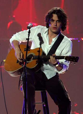 LAS VEGAS - OCTOBER 07:  Musician John Mayer performs at the 11th annual Andre Agassi Charitable Foundation's Grand Slam benefit concert at the MGM Grand Garden Arena October 7, 2006 in Las Vegas, Nevada.  All the money raised at the event goes to help underprivileged or abused children in the Las Vegas community.  (Photo by Ethan Miller/Getty Images) Photo: Ethan Miller, Getty Images / 2006 Getty Images